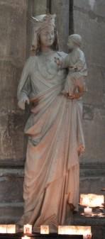 Marie dans la cathédrale de Reims