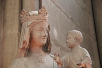 Marie, dans la cathédrale de Reims