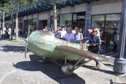 Le petit avion de la Place Saint-Lambert - Merci, Natacha et Walthéry