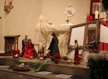 Adoration devant la crèche où Jésus n'est pas encore arrivé